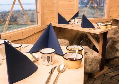 seaside-hut-tables