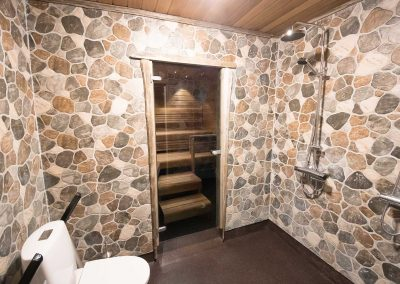 seaside-lodge-shower
